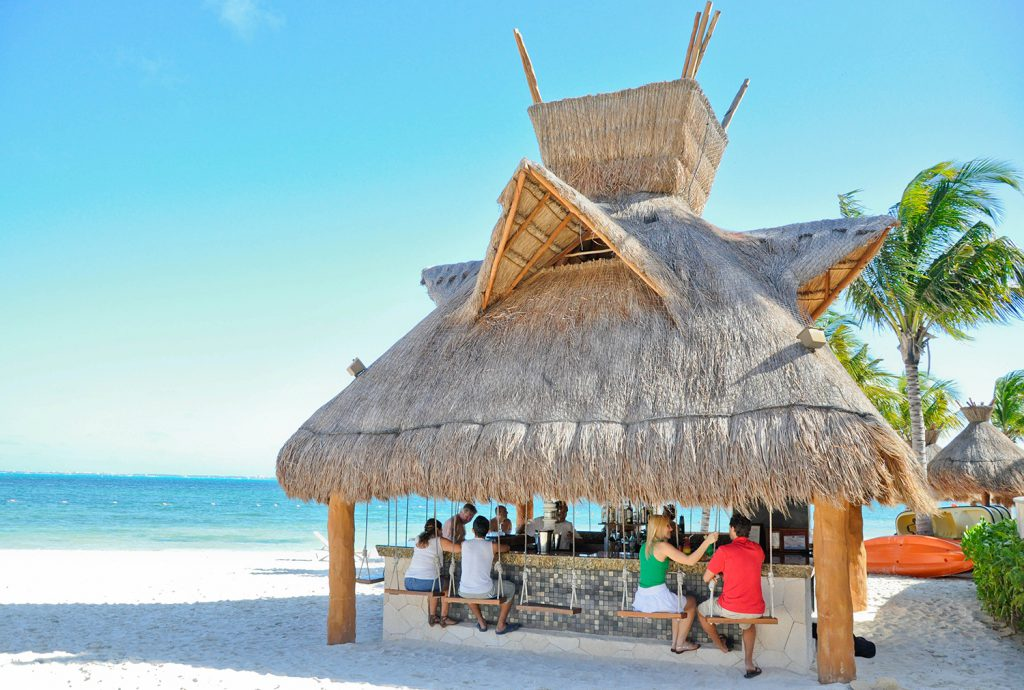 Tiki Bar - Villa del Palmar Cancun
