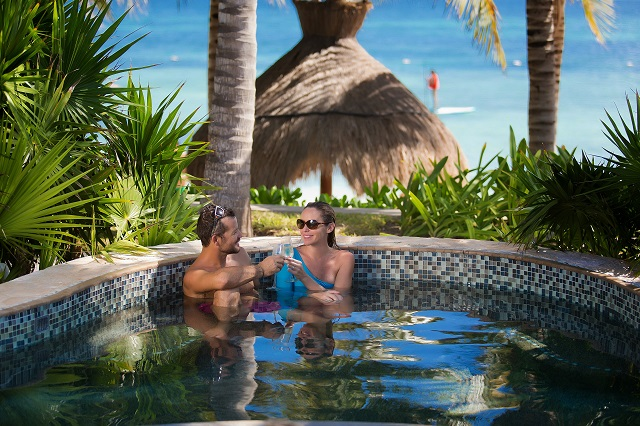 Guests Return to Cancun